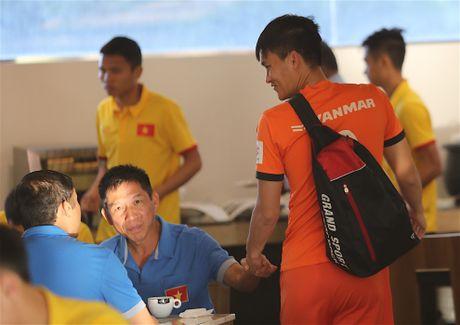 Cong Vinh, Cong Phuong an sang muon sau buoi tap the luc - Anh 1