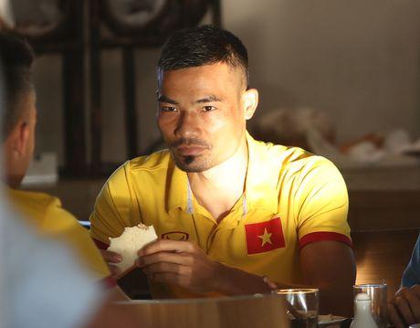 Cong Vinh, Cong Phuong an sang muon sau buoi tap the luc - Anh 5
