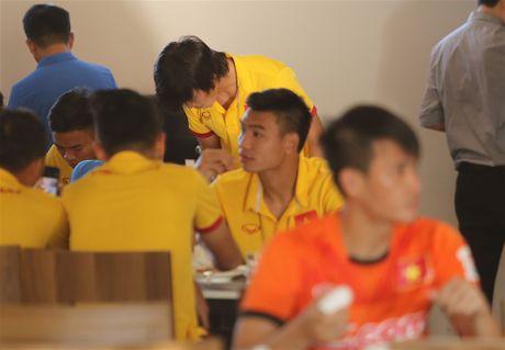 Cong Vinh, Cong Phuong an sang muon sau buoi tap the luc - Anh 8