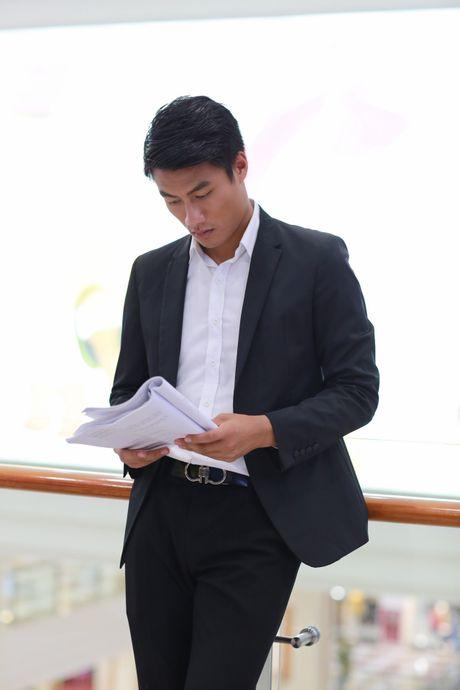 Cau thu Mac Hong Quan dong phim cung Angela Phuong Trinh - Anh 1