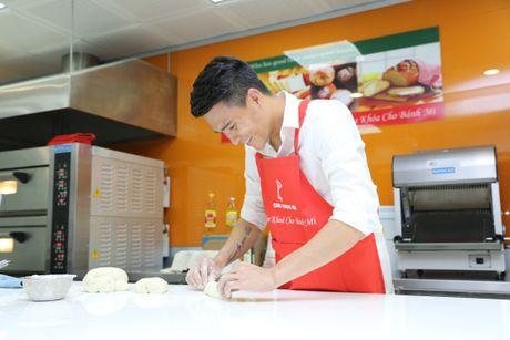 Cong Vinh hoc lam banh mi tang ba xa Thuy Tien - Anh 5