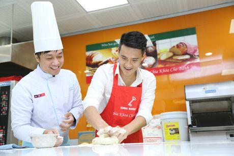 Cong Vinh hoc lam banh mi tang ba xa Thuy Tien - Anh 6