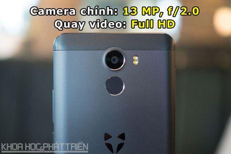 Smartphone selfie 'Quoc tich Anh', cam bien van tay, gia hap dan - Anh 6