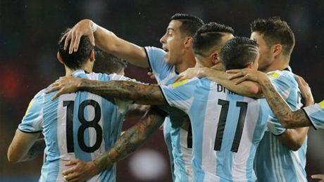 Messi nhay tango, Argentina thap lai hi vong gianh ve den Nga - Anh 1