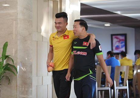 Cong Vinh an sang muon, Cong Phuong thich sua dau nanh - Anh 2