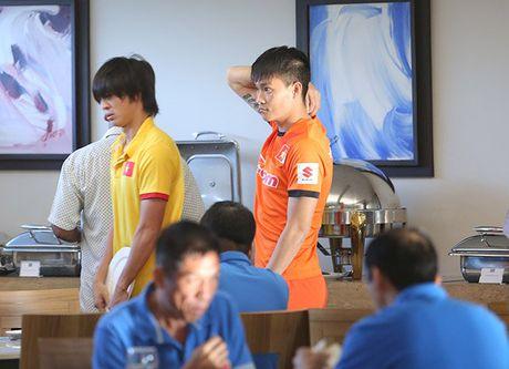 Cong Vinh an sang muon, Cong Phuong thich sua dau nanh - Anh 3