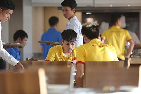 Cong Vinh an sang muon, Cong Phuong thich sua dau nanh - Anh 4