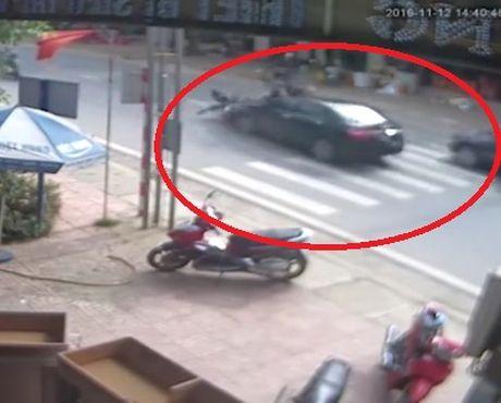 Vu o to dam vang 2 nguoi di xe may tai Ha Giang - Anh 1