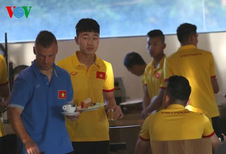 Cong Vinh, Cong Phuong ru nhau tap the luc truoc khi an sang - Anh 10