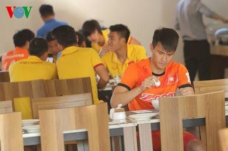 Cong Vinh, Cong Phuong ru nhau tap the luc truoc khi an sang - Anh 5