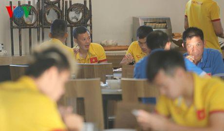 Cong Vinh, Cong Phuong ru nhau tap the luc truoc khi an sang - Anh 7