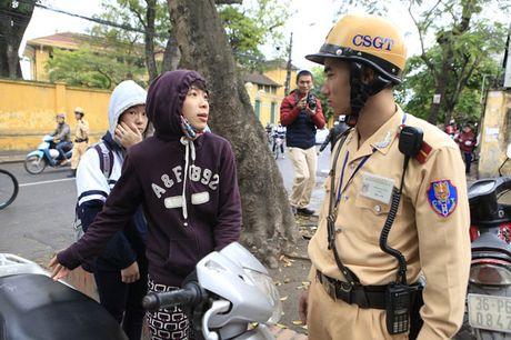 Phat xe khong chinh chu: Muon xe nguoi yeu di lam co bi phat? - Anh 1