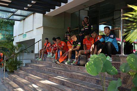 O khach san 4 sao, Cong Phuong phai mua them… sua tam - Anh 2
