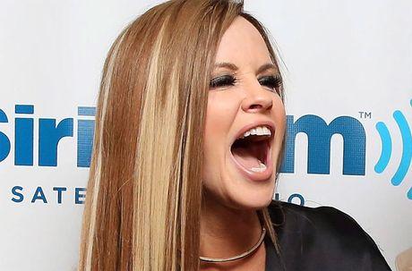 Phat hoang voi mat cung do, bien dang cua sao Hollywood vi Botox - Anh 2