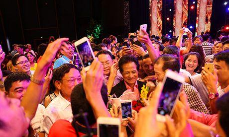 Che Linh ket hop cung Phi Nhung trong liveshow tai Thanh Hoa - Anh 3