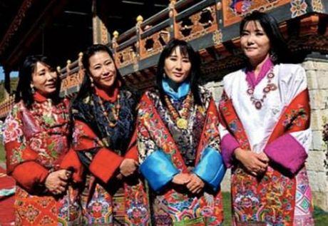 4 hoang hau la chi em ruot tai quoc gia hanh phuc Bhutan - Anh 4