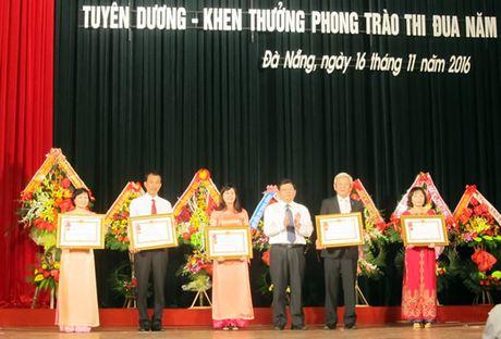Da Nang ky niem trong the 34 nam Ngay Nha giao Viet Nam 20-11: Ton vinh nhieu ca nhan, tap the tieu bieu - Anh 1