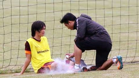Tuan Anh kho kip ra san tran gap Myanmar - Anh 1