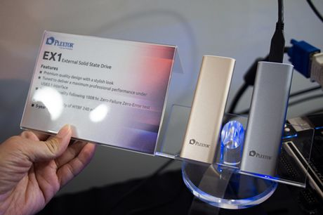 Plextor ra mat SSD lap ngoai EX1 voi toc do doc du lieu 550MB/giay - Anh 1