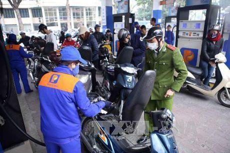 Petrolimex nhap xang dau du tru cho Tet Dinh Dau 2017 - Anh 1