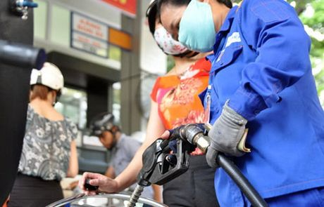 Phuc vu Tet Dinh Dau, Petrolimex nhap them hang trieu tan xang dau - Anh 1