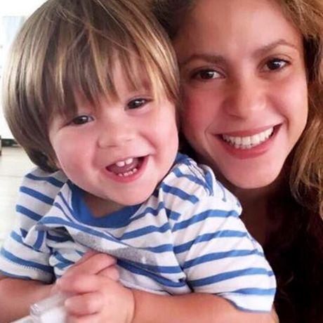 Shakira trai long ve benh tinh cua con trai - Anh 2
