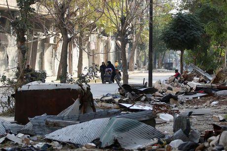 Syria: Benh vien, ngan hang mau o Aleppo trung bom - Anh 2