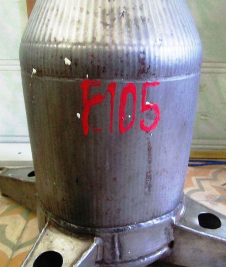 Ha Tinh: Tiep nhan bo phan cua may bay 'than sam' - F.105 - Anh 2