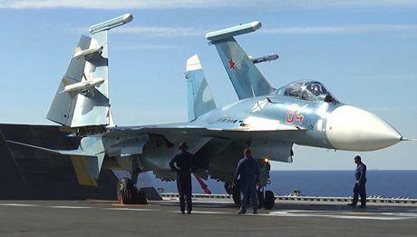 Su-33 tu tau san bay Do doc Kuznetsov tan cong khung bo o Syria - Anh 1