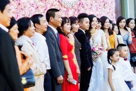 Choang vang dan sieu xe 50 ty trong le cuoi cua dai gia Quang Ninh - Anh 17
