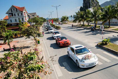 Choang vang dan sieu xe 50 ty trong le cuoi cua dai gia Quang Ninh - Anh 3