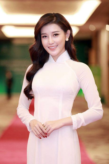 A hau Huyen My tha thuot ta ao dai don tiep Hoang tu Anh William - Anh 4
