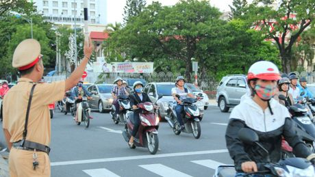 Canh sat xac minh xe khong chinh chu bang cach nao? - Anh 1