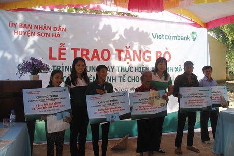 Vietcombank Quang Ngai tai tro 100 con bo cho cac ho ngheo - Anh 1