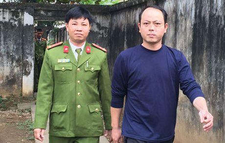 Giam dinh chu viet, phat hien ke gia danh Cong an de lua dao - Anh 1