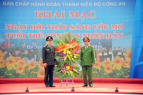 Khai mac Ngay hoi 'Thap sang uoc mo tuoi tre CAND' - Anh 3