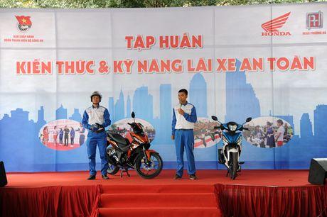 Khai mac Ngay hoi 'Thap sang uoc mo tuoi tre CAND' - Anh 9