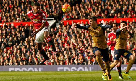 "MU mat Ibra dau Arsenal: ""Thoi co vang"" cua Rashford - Anh 2"