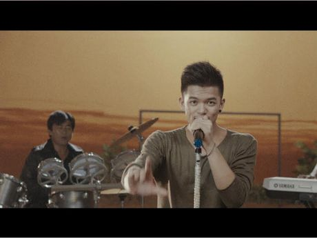 Trong Hieu 'uot nhep' trong MV nhac phim 'Sut' - Anh 5