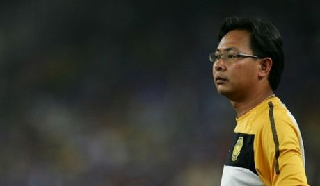 HLV Malaysia buon long voi 'cau thu thu 12' - Anh 1