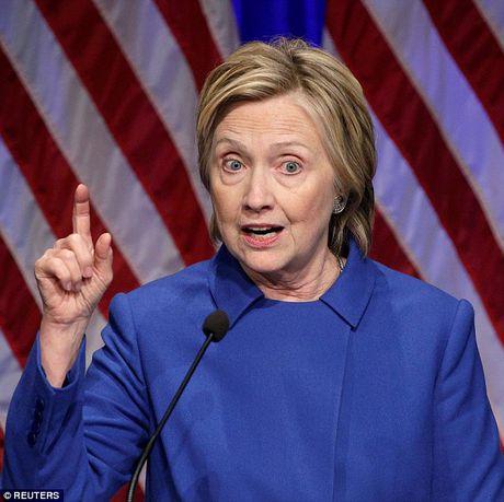 Hillary gia nua trong lan xuat hien cong khai dau tien sau that bai - Anh 2