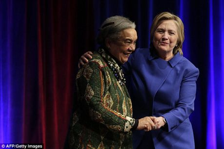 Hillary gia nua trong lan xuat hien cong khai dau tien sau that bai - Anh 4