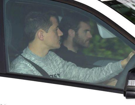 Cau thu Man United khien HLV Wenger lo so nhat - Anh 8