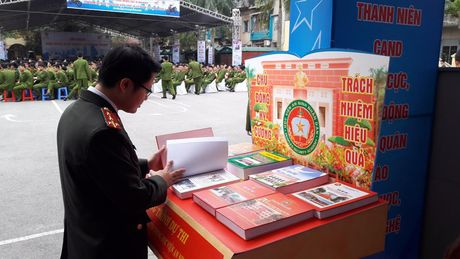 Khai mac ngay hoi 'Thap sang uoc mo tuoi tre Cong an nhan dan' - Anh 5