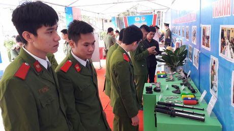 Khai mac ngay hoi 'Thap sang uoc mo tuoi tre Cong an nhan dan' - Anh 6