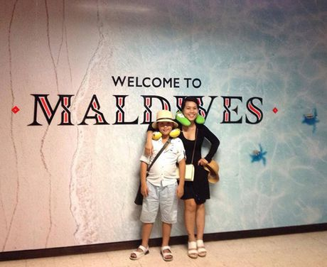 Chuyen di Maldives trong mo cua me don than ung thu va con trai - Anh 1