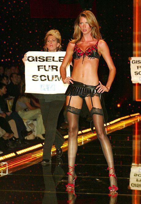 6 su co 'nho doi' trong cac show Victoria's Secret - Anh 6