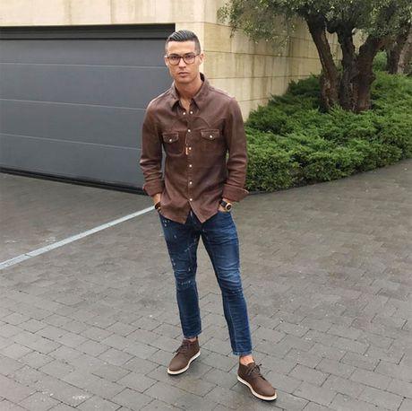 Hoa hau o an sau khi bi C. Ronaldo 'da' - Anh 2