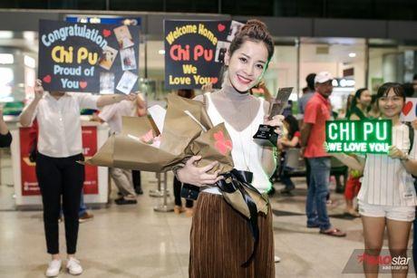 Tro ve tu Han Quoc, Chi Pu duoc dong dao fan vay don tai san bay luc toi muon - Anh 14