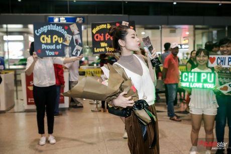 Tro ve tu Han Quoc, Chi Pu duoc dong dao fan vay don tai san bay luc toi muon - Anh 15